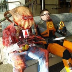 Half-Life cosplay – because it can happen