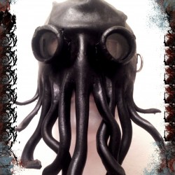 The Cthulhu cultist with goggles mask