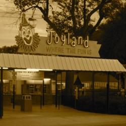 Stephen King's Joyland online carnival tour