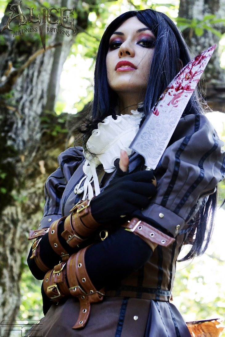 Alice in madness cosplay
